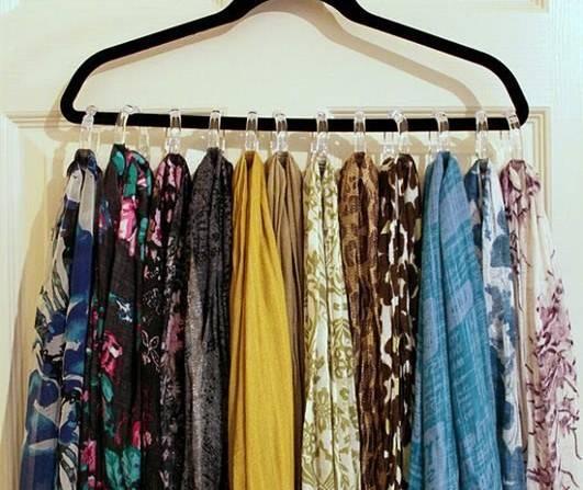 como organizar guarda roupa com lenços