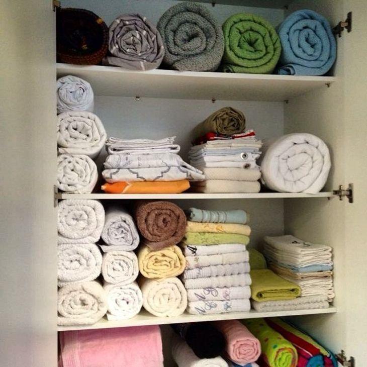como organizar guarda roupa com toalhas
