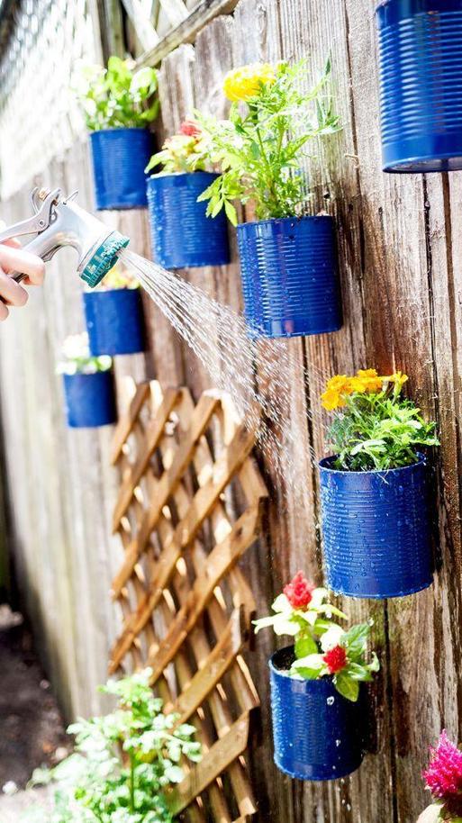 horta vertical lata pintada