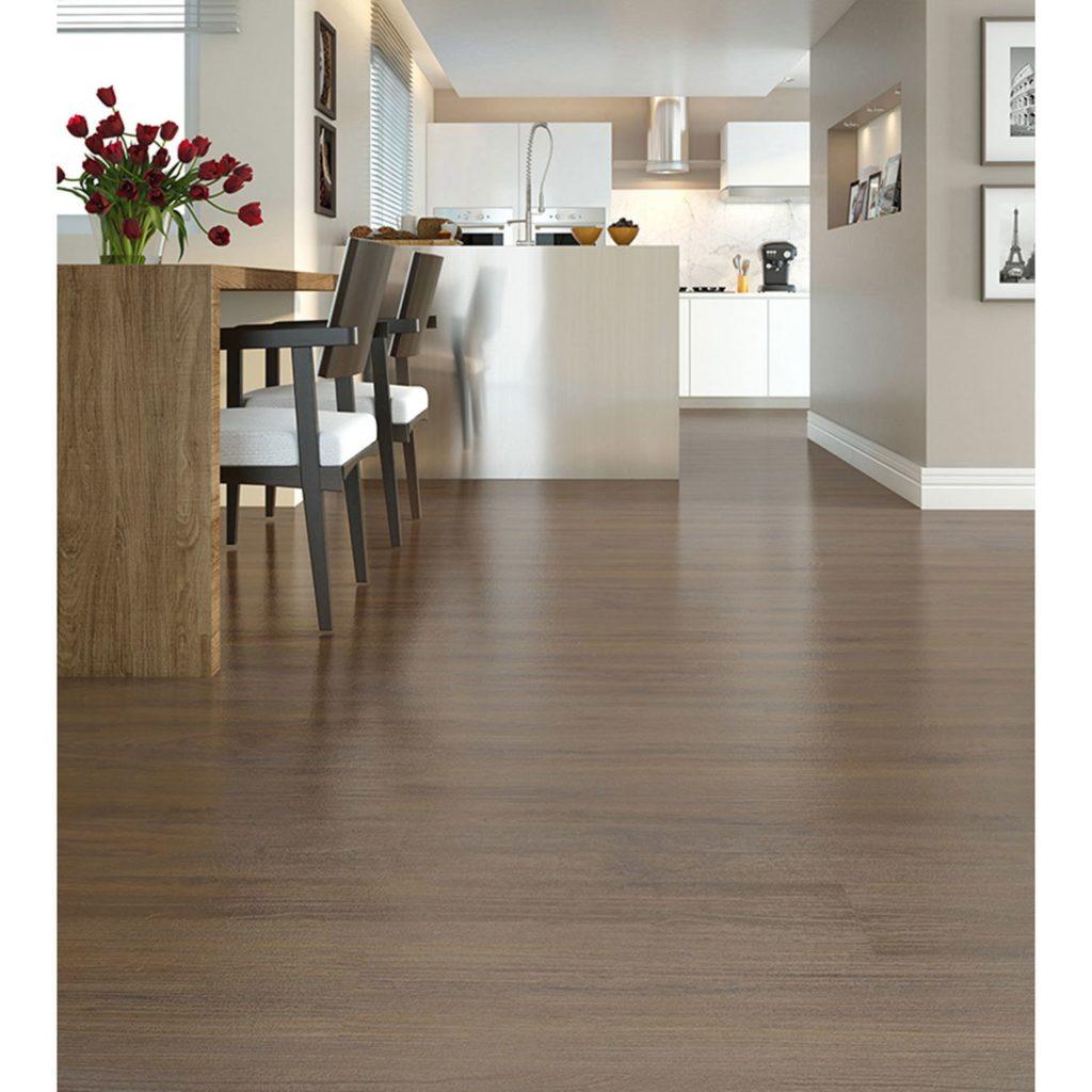 pisos que imitam madeira carpete na cozinha