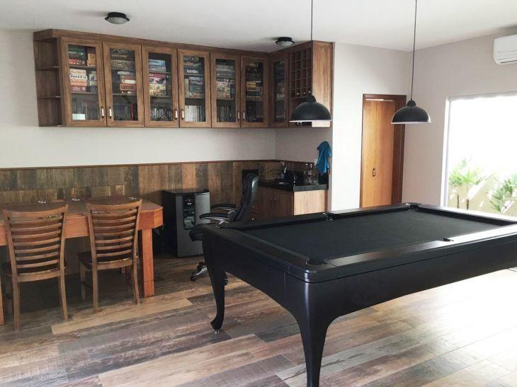 pisos que imitam madeira  para sala de jogos