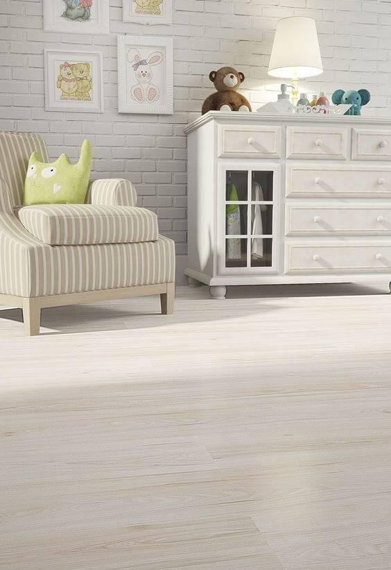 pisos que imitam madeira quarto de bebe