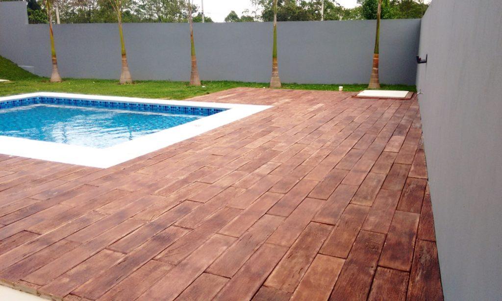 pisos que imitam madeira de cimento