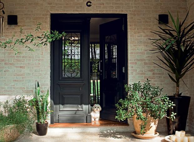 porta de madeira preta