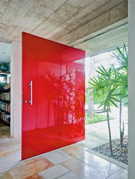 porta brilhante vermelha