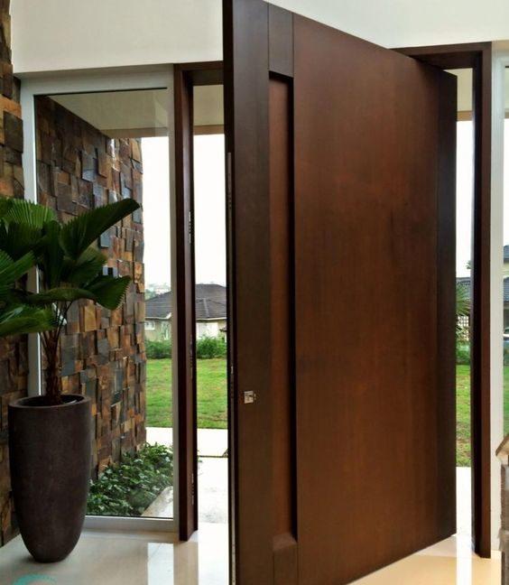 porta pivotante larga