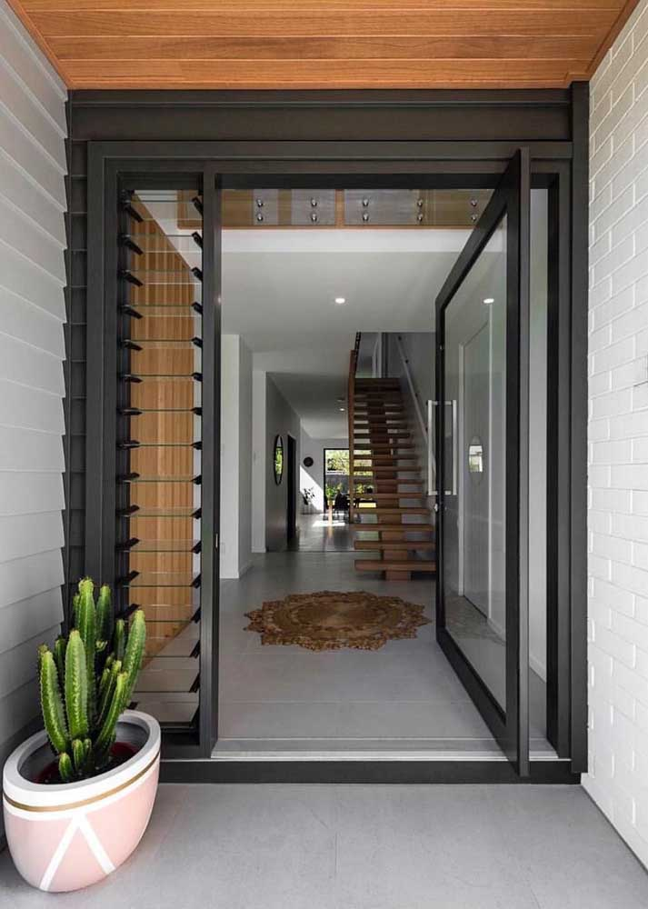 porta de entrada preta