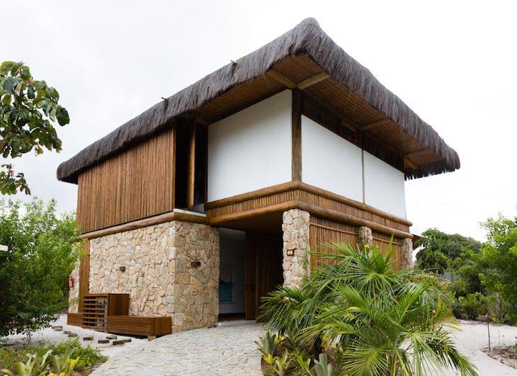 telhado em palha na praia