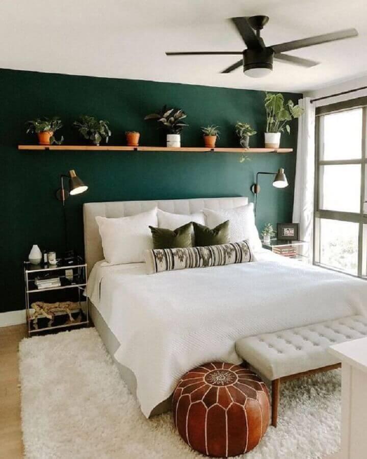 verde musgo e cama clara