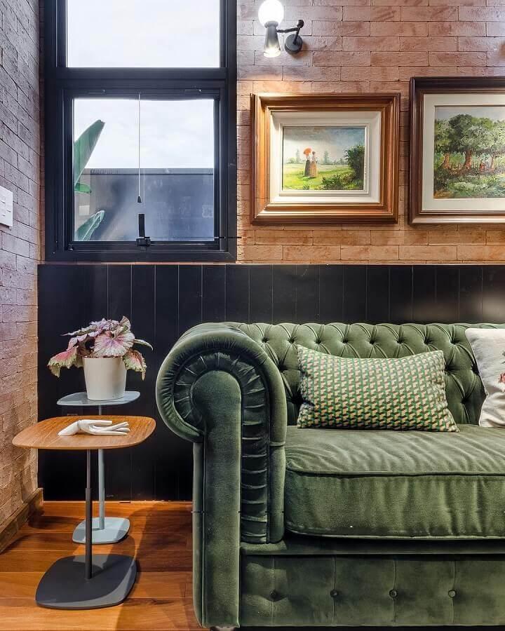 sala com sofa verde