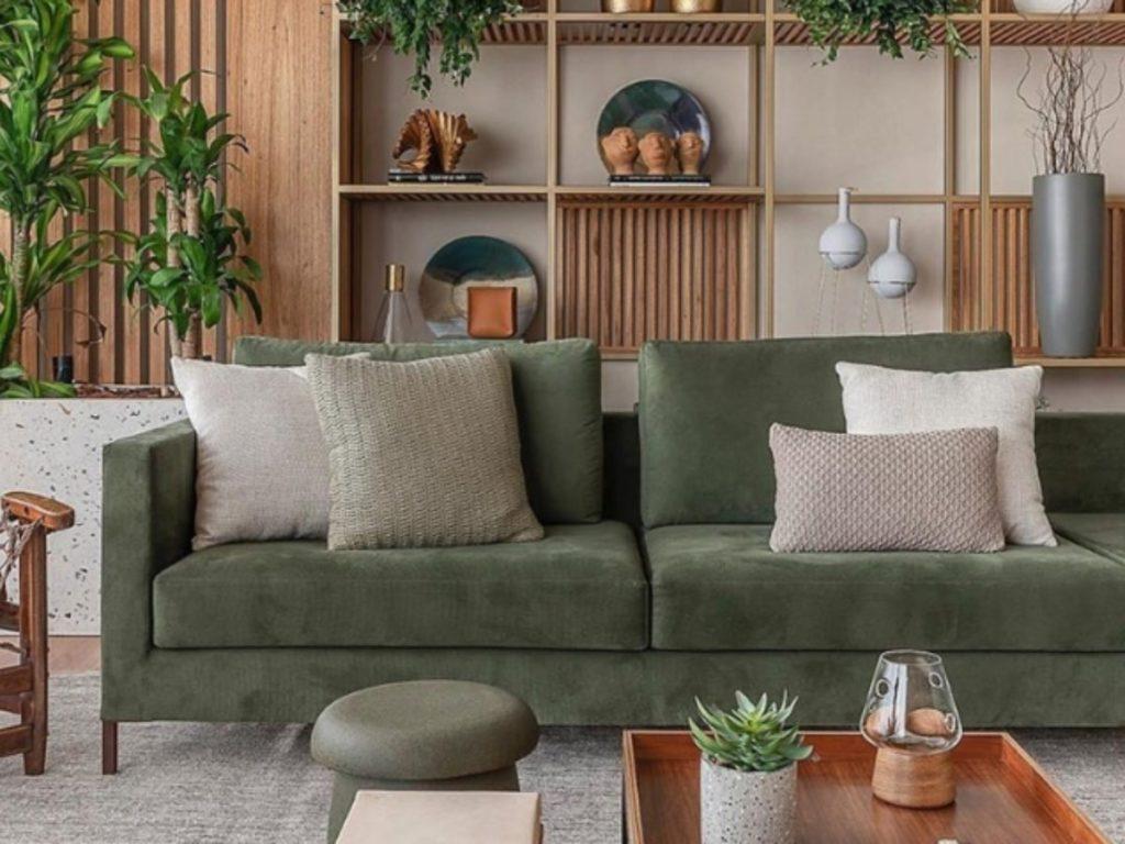 sofá em tom verde musgo
