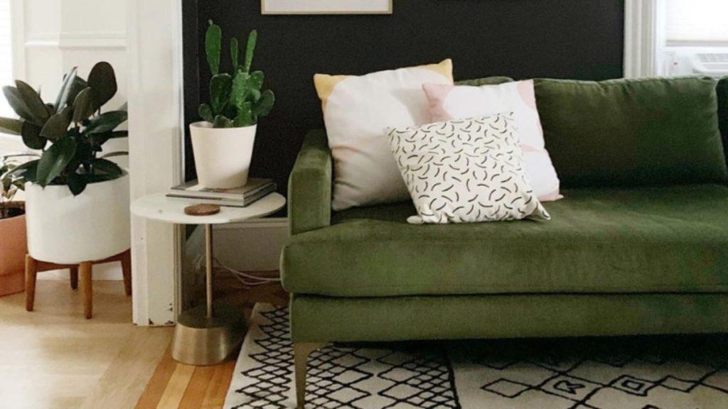 sofá verde escuro