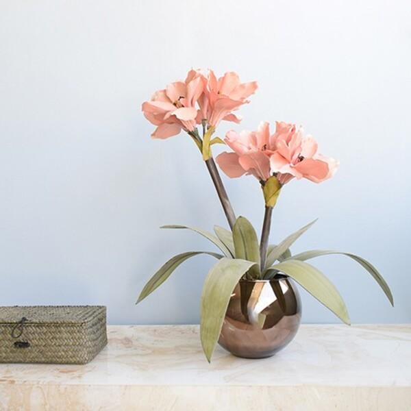 decoração com vaso de amaílis
