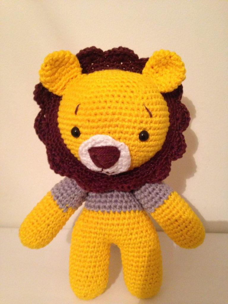 leão decorativo em amigurumi