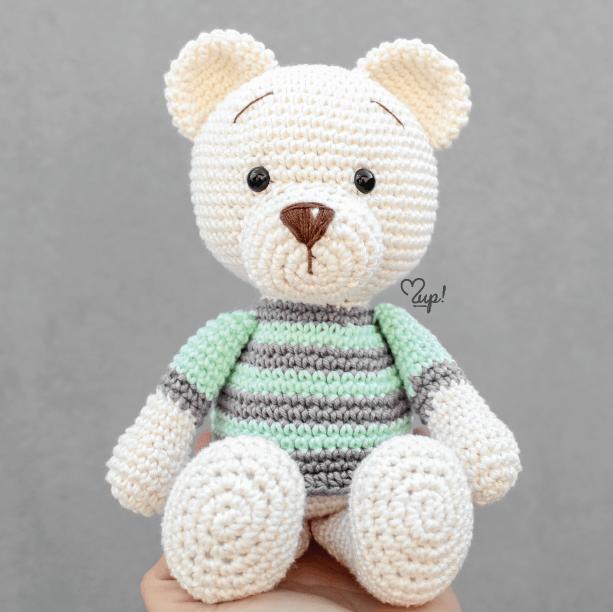 urso de suéter