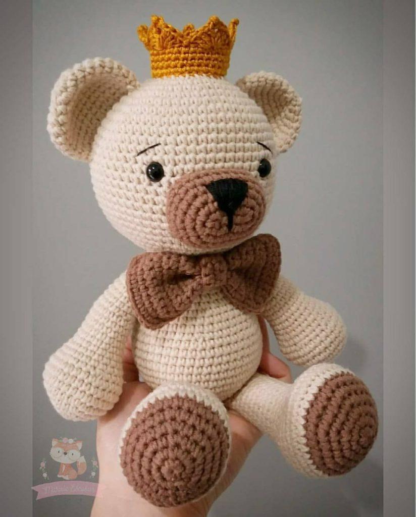 rei urso de amigurumi