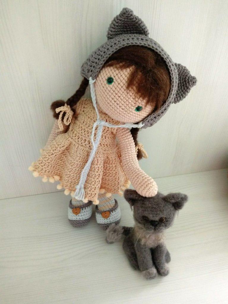 boneca e gato