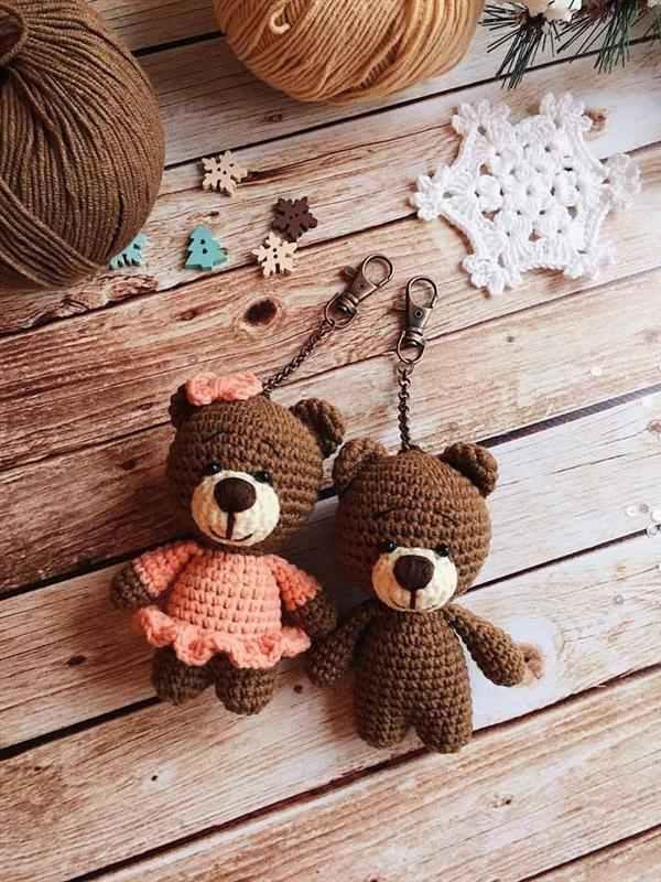 chaveiro de urso de amigurumi