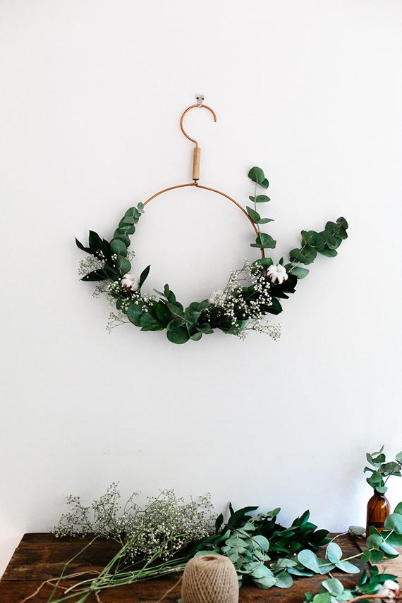 cabide em arco como decoração de natal