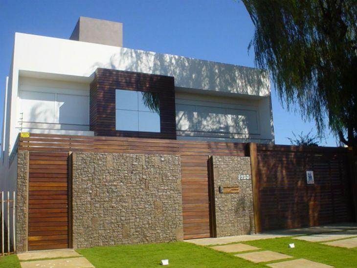 muros de casas pedras e madeira