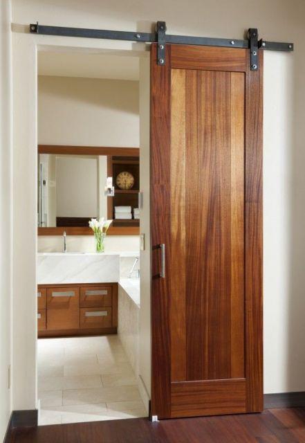 porta de banheiro de madeira
