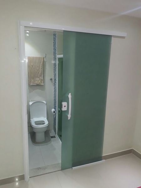 porta de correr para banheiro de vidro