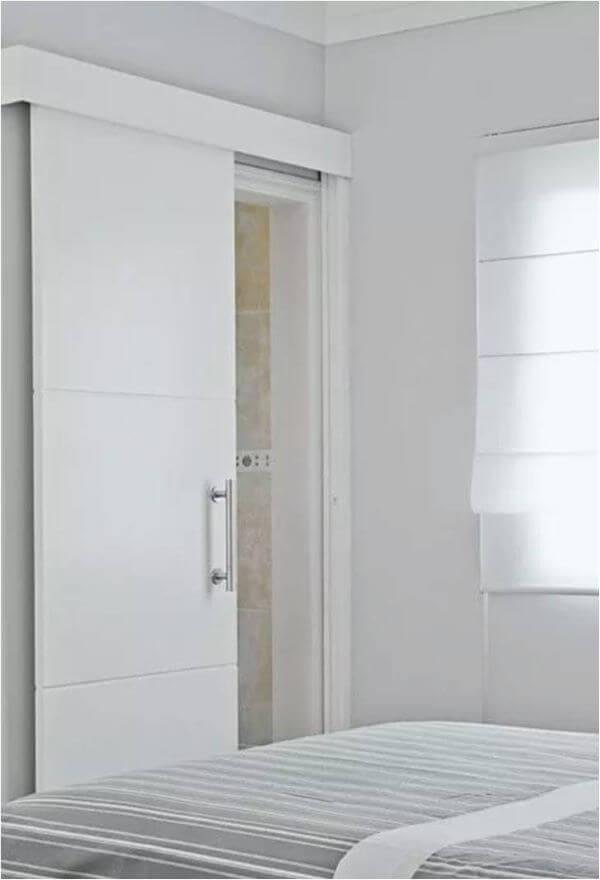 porta de correr para banheiro branca