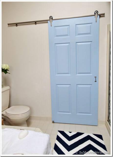 porta de correr para banheiro azul claro