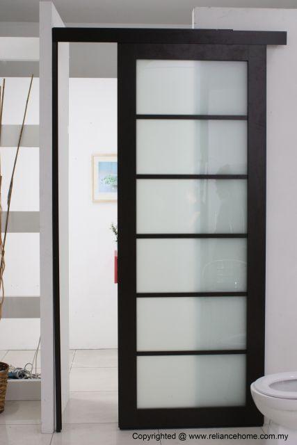 porta de madeira preta com vidro
