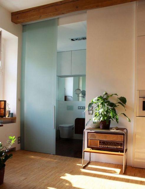 porta de vidro com moldura em madeira