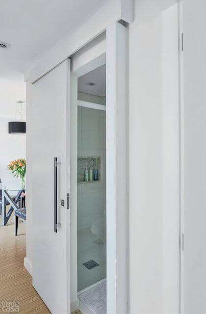 porta de correr para banheiro com moldura