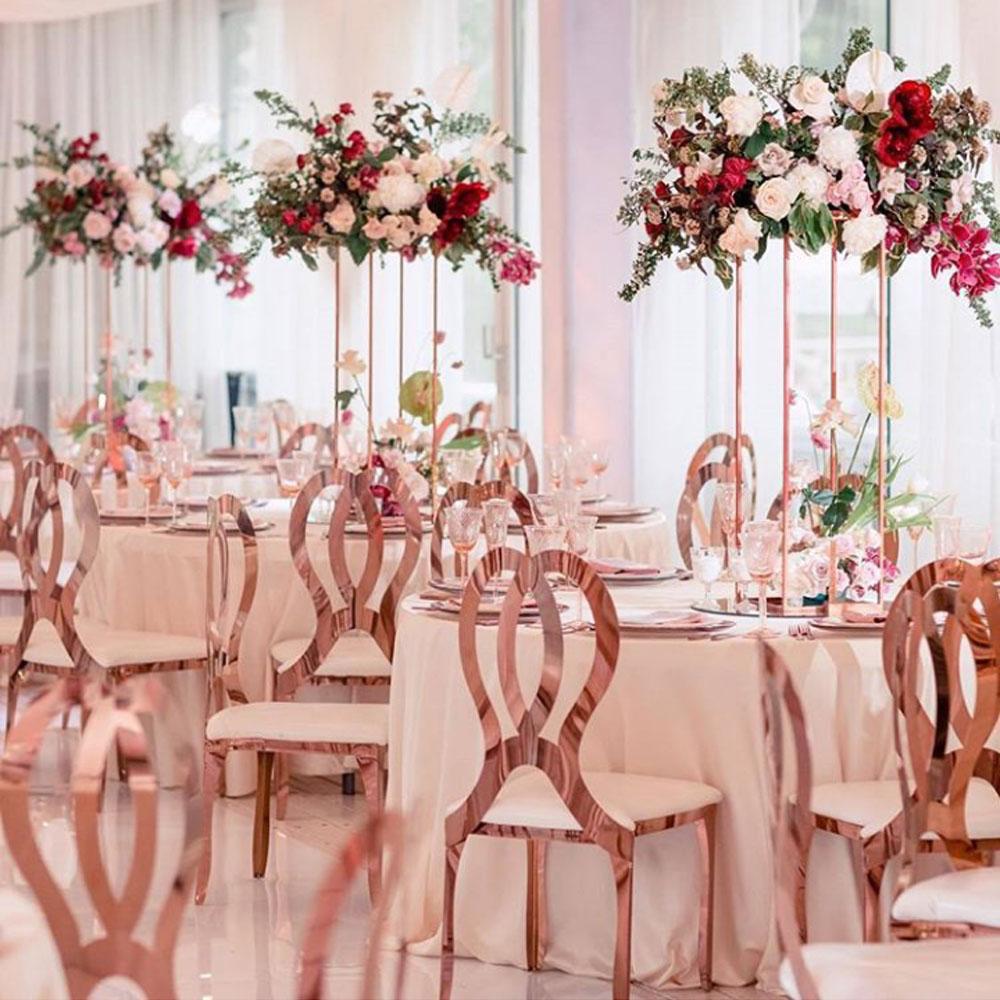 torres de mesas com rosas