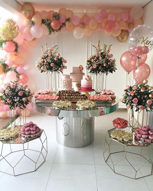 decoração de painel com rosas