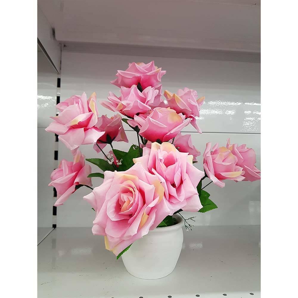várias rosas em um vaso
