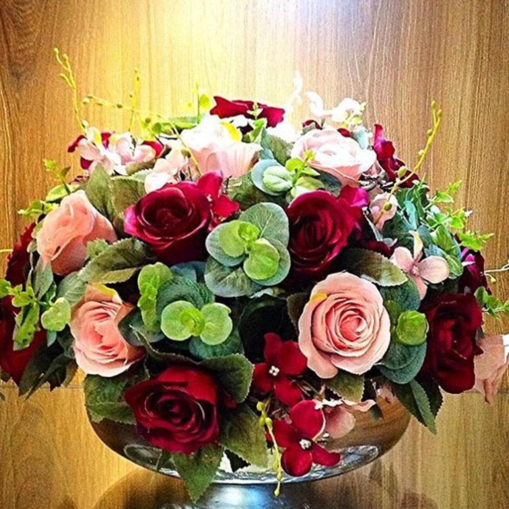 composição clássica com rosas