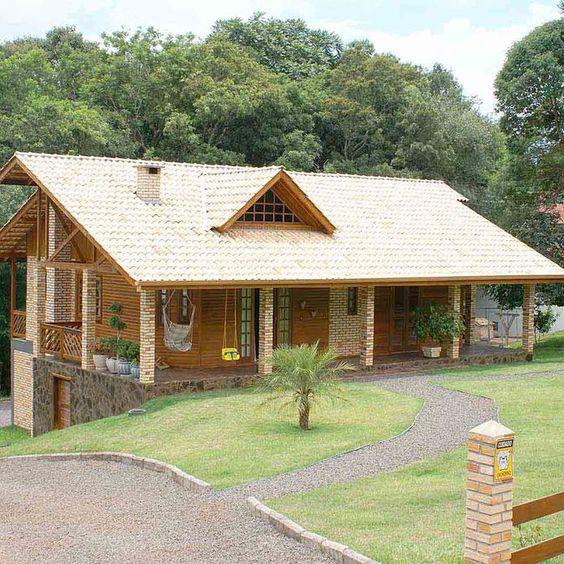 casa com tijolo e madeira