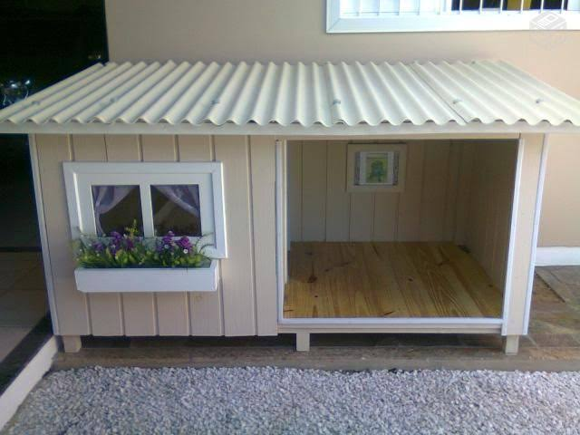 pequena casa do campo para cachorro