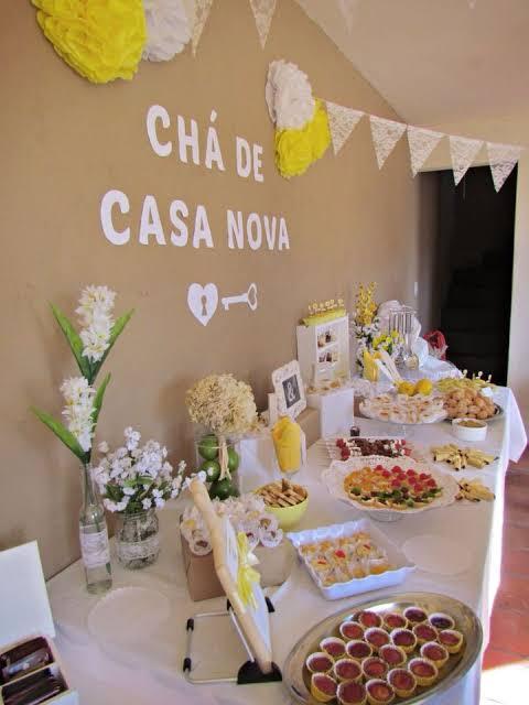 mesa decorada para chá de casa nova