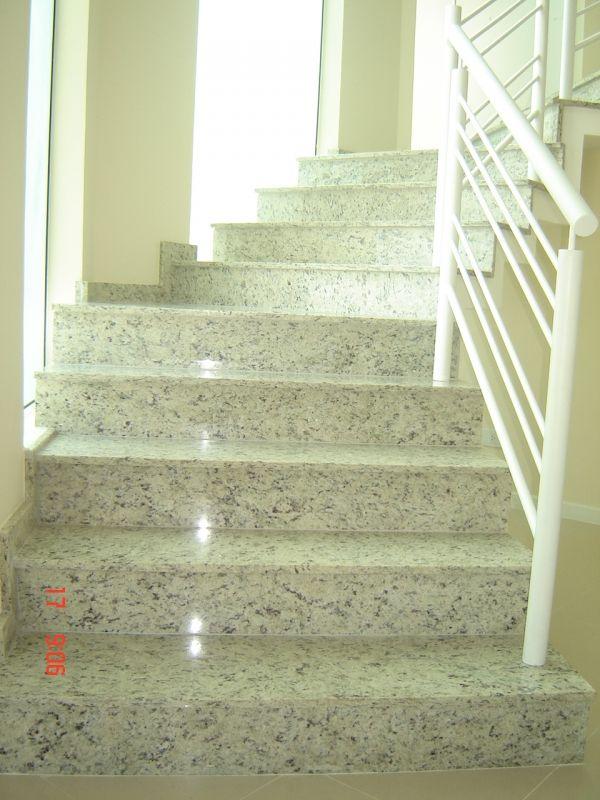 escada de granito branco siena