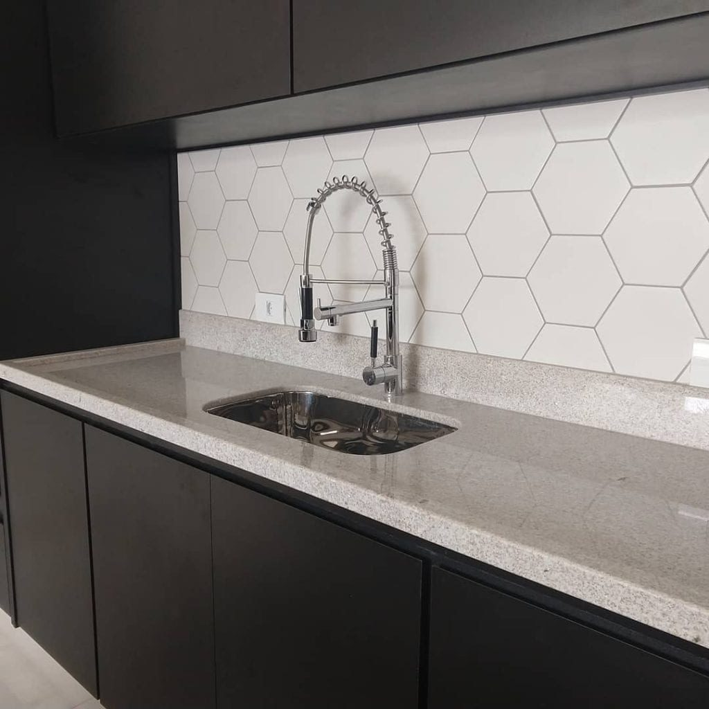 granito branco siena com movel preto