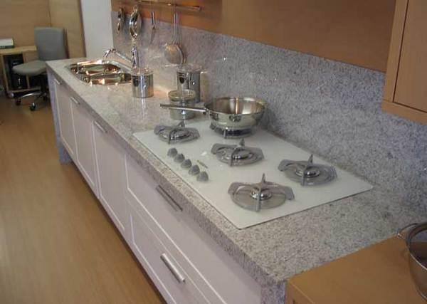 granito branco siena com cooktop branco