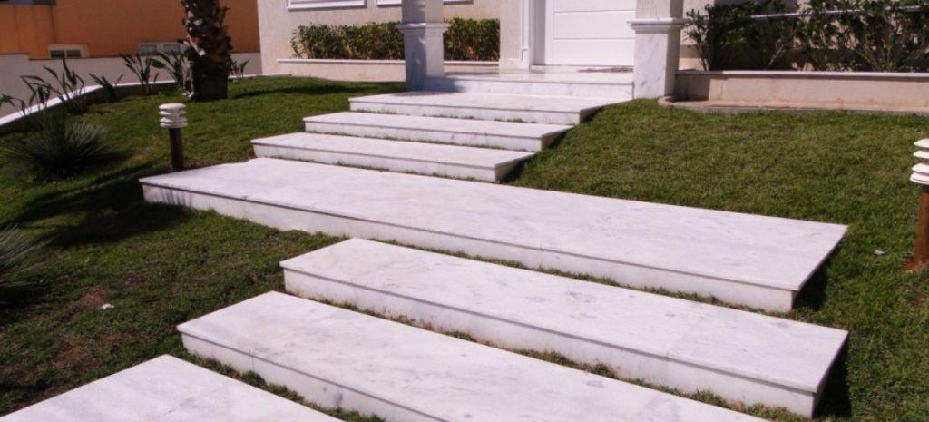 escada de granito branco