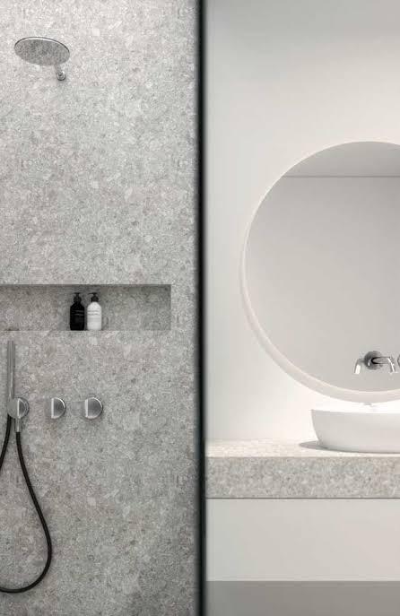 parede e nicho de granito branco siena
