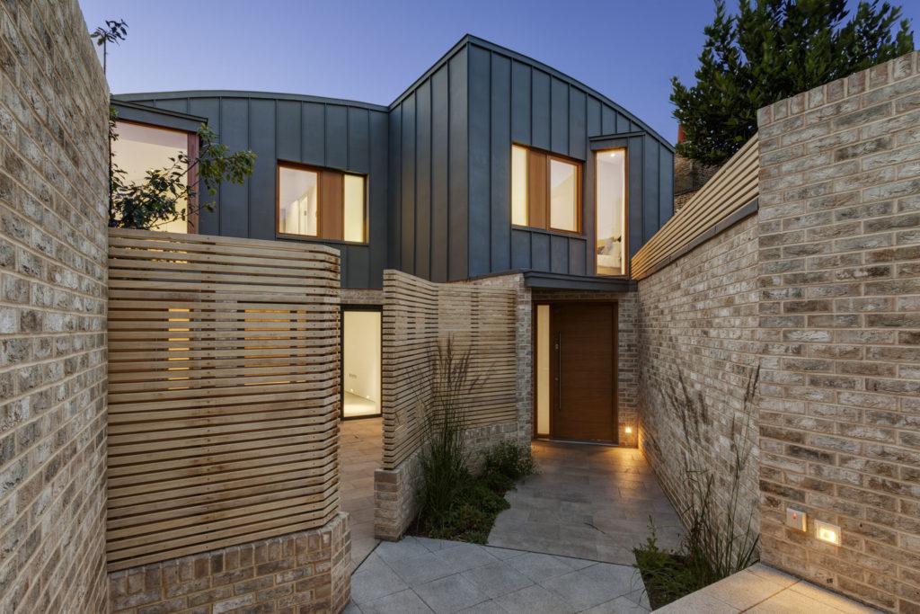 arquitetura revestida com telha de zinco