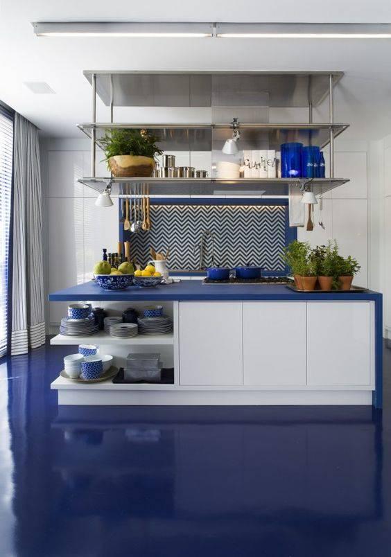 cozinha azul com resina epóxi