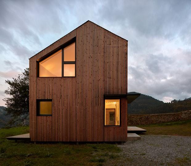casa pré-fabricada com pé direito duplo