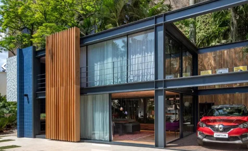 casa pré-fabricada feita de metal e vidro