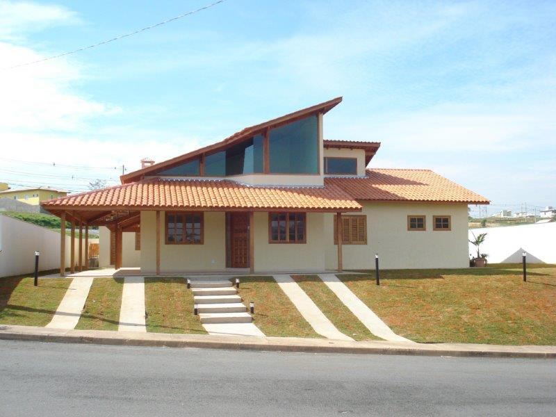 casa pré-fabricada de madeira e vidro
