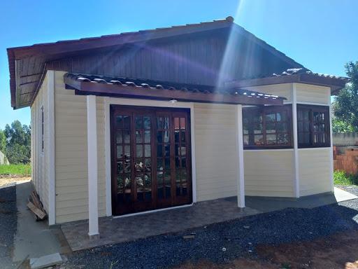 casa pré-fabricada com placas de madeira