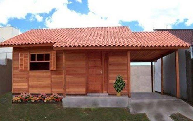 casa pré-fabricada com madeira envernizada